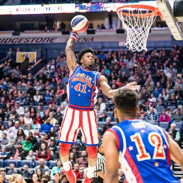 Harlem-globetrotters-Nice-dunk-shot