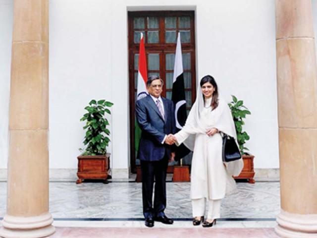 Hina Rabbani Khar Shakes Hand with S M Krishna