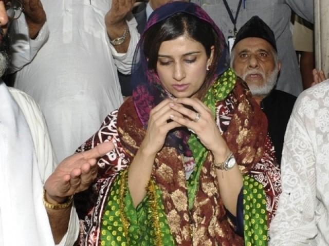 hina rabbani khar praying in ajmer