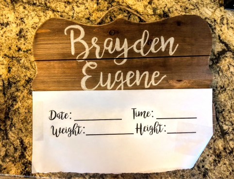 A beautiful and unique way to photograph and announce your baby's arrival. Simple DIY announcement board with newborn's stats for photos at the hospital. It becomes a lovely keepsake afterward to display in their nursery as well.