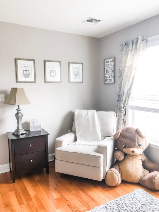 Here are some soft and simple ideas to start on your neutral nursery. Inspiration for gender neutral nurseries with white, grey, beige, taupe, or ivory colors.