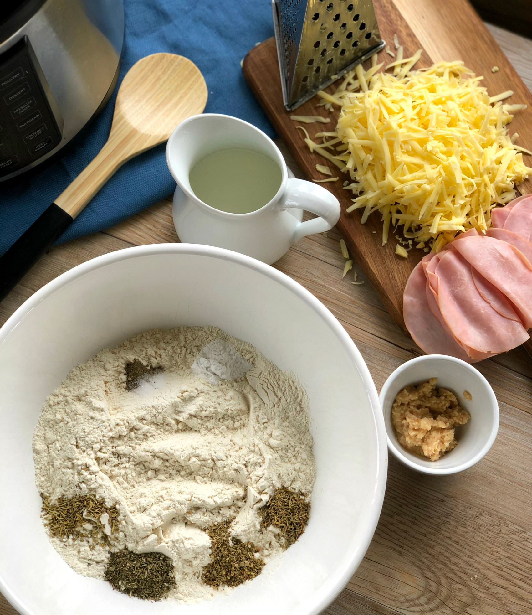 Ingredients for Slow Cooker Bread No Yeast