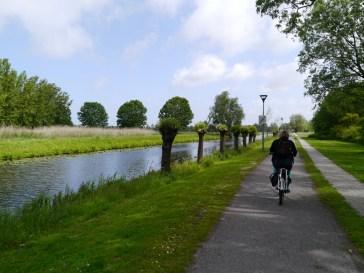 Leaving Wassenaar on the canal-side path