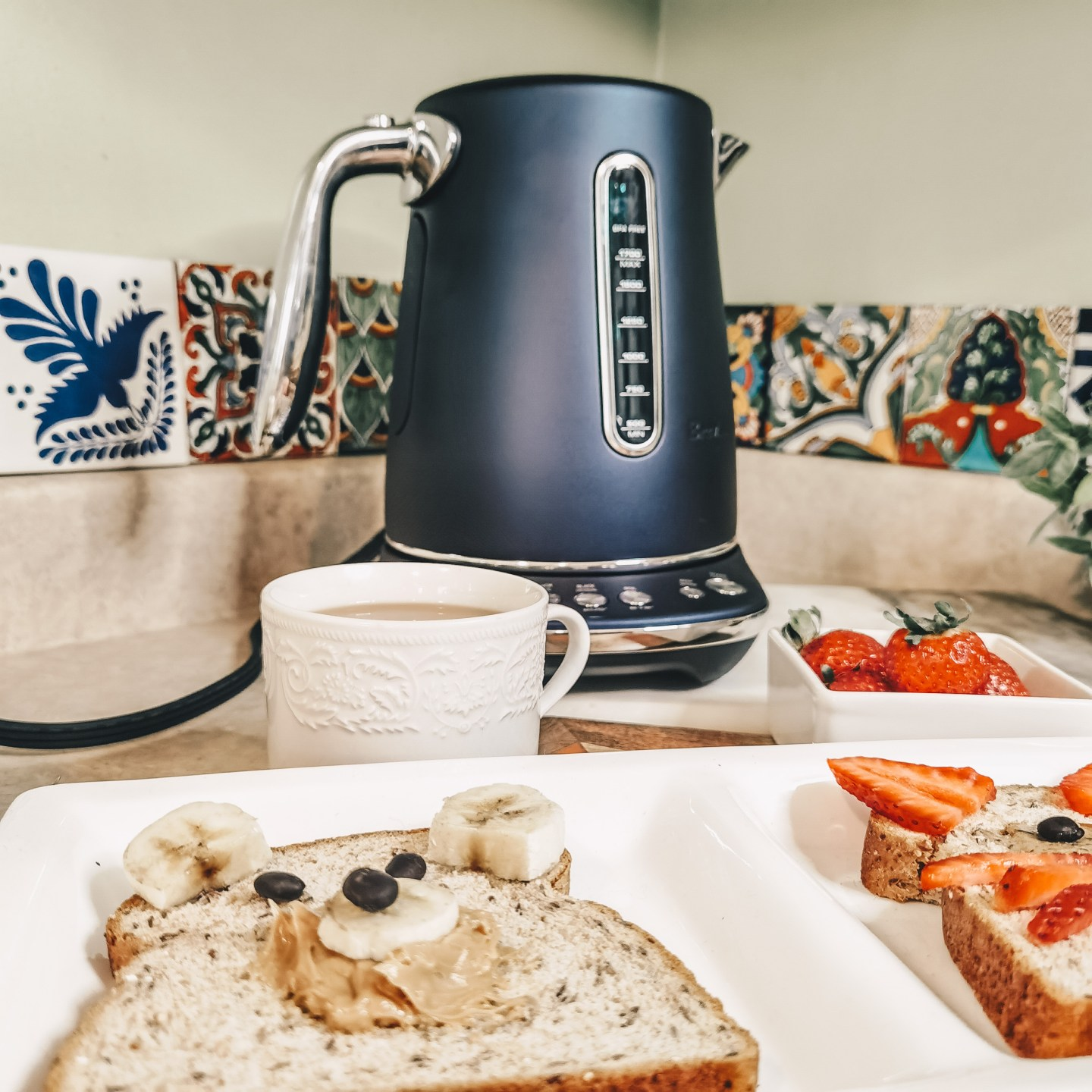 Breville Canada - Damson Blue Luxe Collection - Smart Kettle Luxe