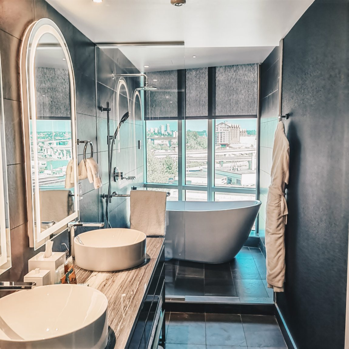 Hotel Versante, Richmond, BC - Bathroom