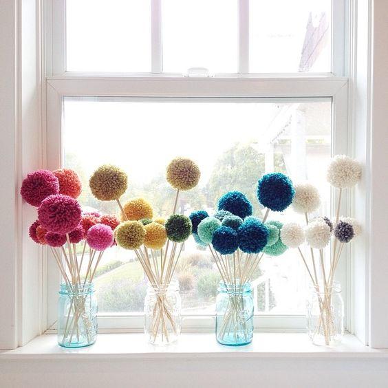 Beautiful way to decorate with pom-poms