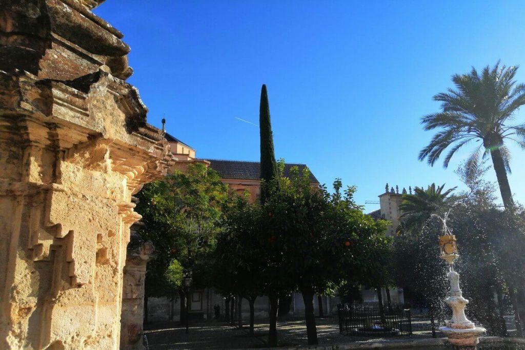 A fountain in front of La Mezquita