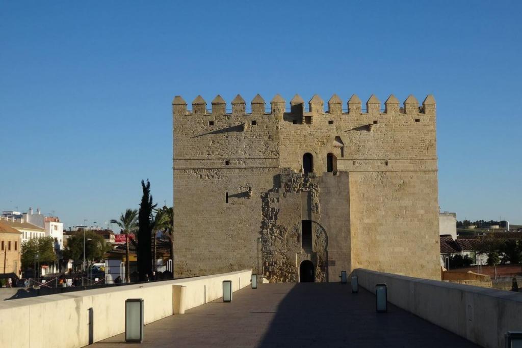 La Torre de Calahorra at the end of Cordoba's Roman bridge