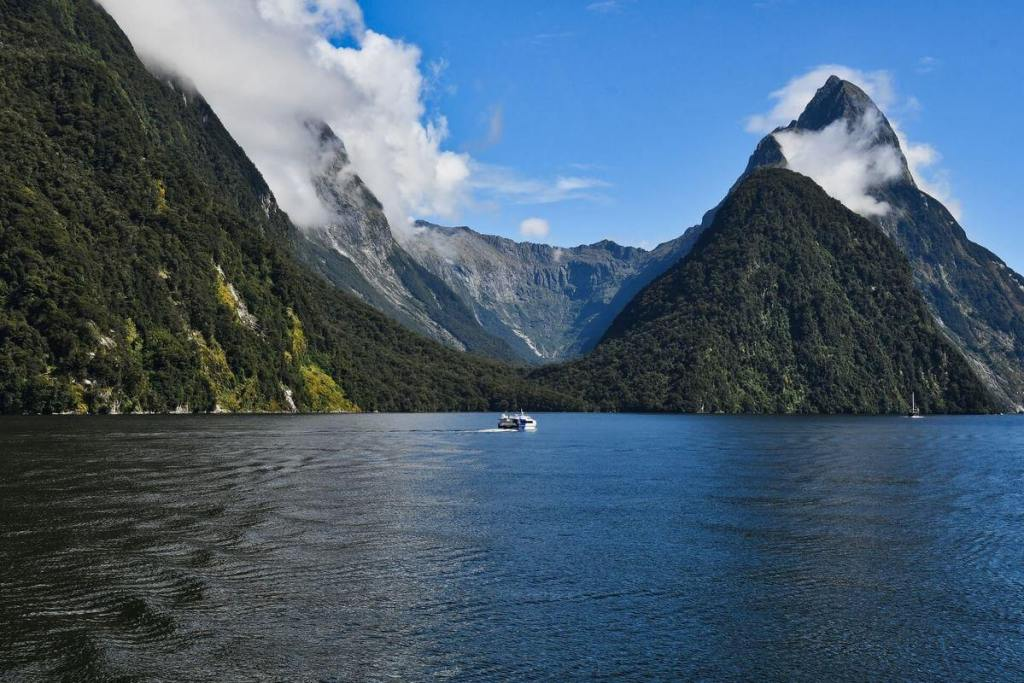 New Zealand's South Island highlight at Milford Sound