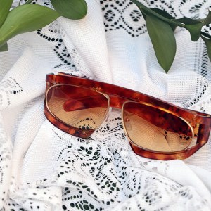 Alpha oval sunglasses