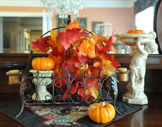 A simple fall leaves arrangement