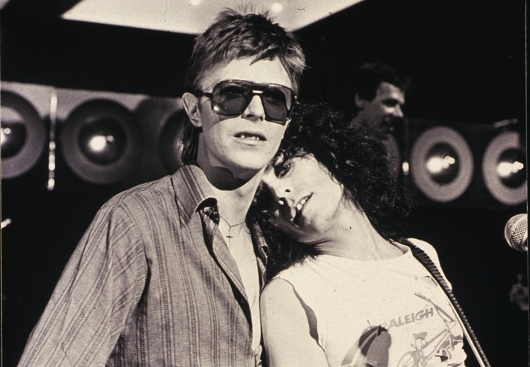 Bolan and Bowie together for what became Marc's last ever TV appearance before his untimely death in September 1977. Look closely and you'll notice that is was also before any work on Bowie's teeth too