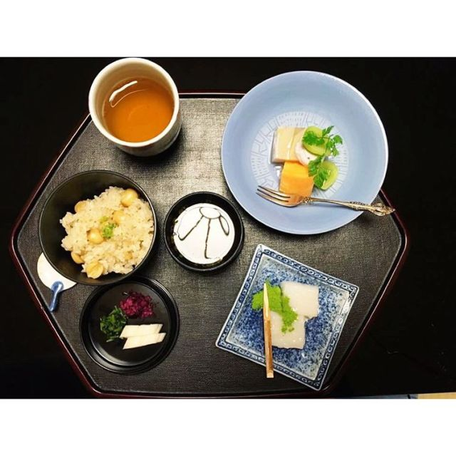 Traditional kaiseki dinner in Kyoto, Japan. #kaiseki #kaisekidinner #kyoto #kyotoeats #travel #travelkyoto #ryokan #japan #traveljapan #japaneats #discoverkyoto #discoverjapan #japanesenoma #kyotonoms #foodporn #food #omnomnom #japanesetradition #tradition #culture #cultures #japaneseculture