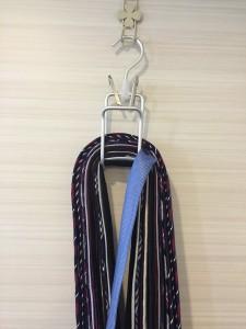 無印ネクタイホルダーからネクタイを取り出す方法②