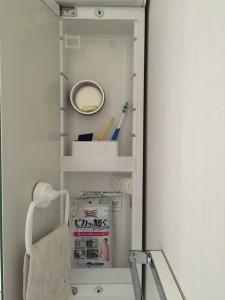 洗面台 三面鏡右端の収納