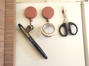 冷蔵庫側面に筆記用具を設置 マグネットフック
