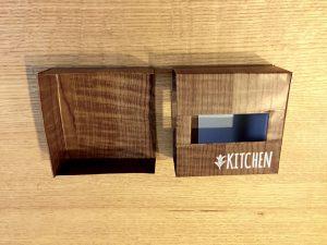 ティッシュケースの空箱を使ってポケットティッシュケースを手作りする リメイクシート 木目調