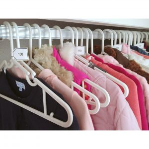 子供服の収納 ハンガーに手作りラベルですっきり収納