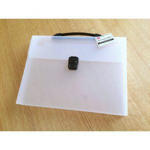 ダイソー A4ファイルバッグ 100均アイテムで今話題のビニール袋ストッカーを手作り