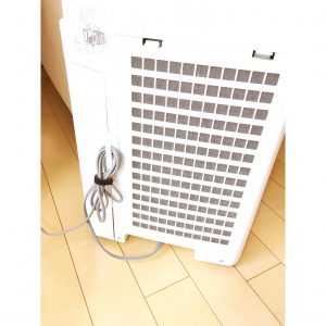 コンセント 節約タップ コンセント隠し 100円 100均 手作り 木製 コードの整理 ケーブルボックス 配線整理 配線すっきり コードすっきり ダイソー セリア DIY 空気清浄機 空気清浄機のコード 整理 収納 カーテンのふさかけ カーテンのタッセル掛け 手作り
