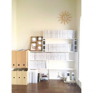 小説 背表紙 派手 モノトーン 本棚 手作り棚 デスク 書斎 小説すっきり収納 整理整頓 整理 収納