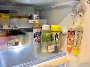 冷蔵庫 冷蔵庫整理 100均トレー 100均ケース 使いやすい冷蔵庫 冷蔵庫収納 整理整頓 収納 ブログ 薬味チューブ 空いたスペースを有効利用 透明ケース ダイソー セリア ラベル 手作りラベル