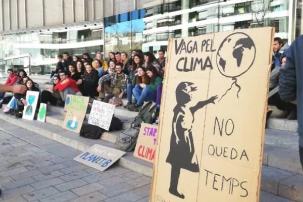El primer Fridays For Future de Madrid reúne a más de 100 jóvenes