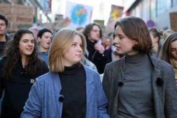 El veto de la derecha a la joven ecologista Greta Thunberg en la Eurocámara calienta las movilizaciones del clima del 15 de marzo