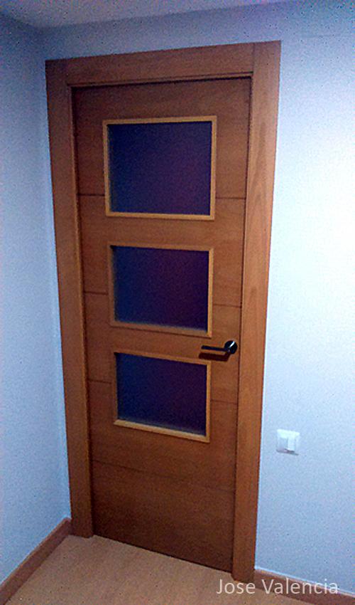 Puerta diseño 3 cristales Jose Valencia Carpintero