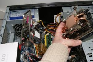 Sujetar nuevo disipador al procesador