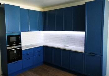 gabinete de metal pintado de azul