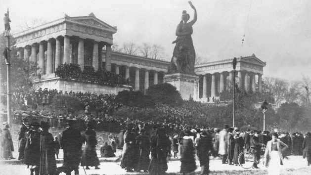 Theresienwiese, December 7, 1918, Demonstration of the Social Democrats