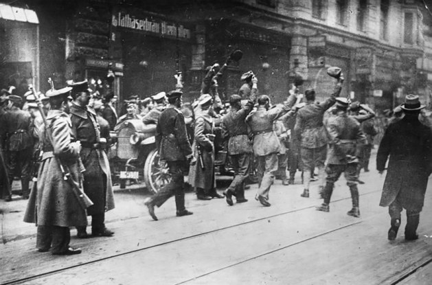 Celebrating republican soldiers in front of the Mathäserbräu Beer Cellar, seat of the Workers-and-Soldiers' Council, at Bayerstraße in the city centre of Munich, December 7, 1918