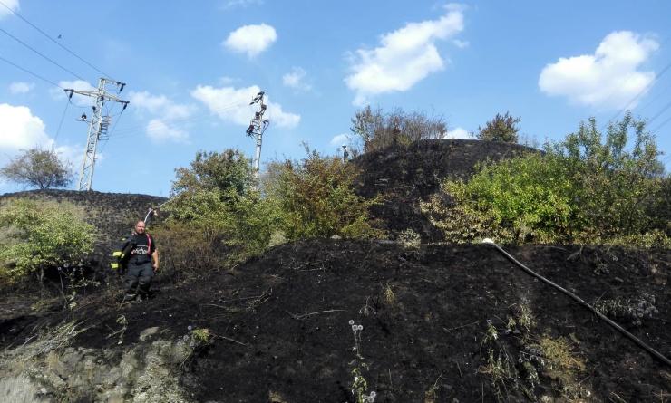 AKTUÁLNĚ: U Hostomic údajně bouchla trafostanice! Na místě zasahují dvě hasičské jednotky