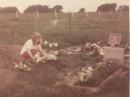 1973 jeanette at grave