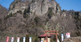 岩櫃山と蜜岩神社