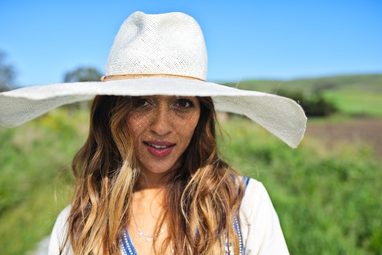 cuppajyo-sanfrancisco-fashion-lifestyle-blogger-cowellranchbeach-embroideredtop-brookesboswellhat-elinalebessi-3