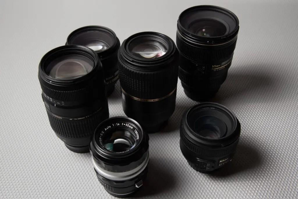 たくさんのレンズの写真