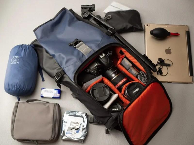 カメラバッグの背中やポケットに入るギリギリサイズ