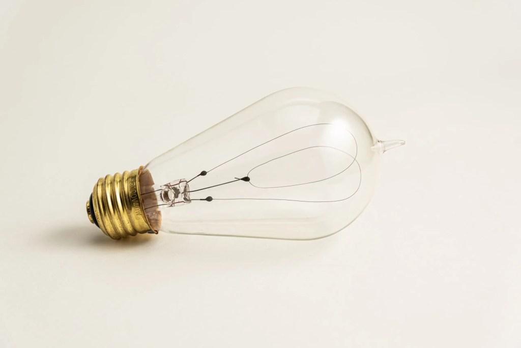 例えばこの電球の写真だったら…