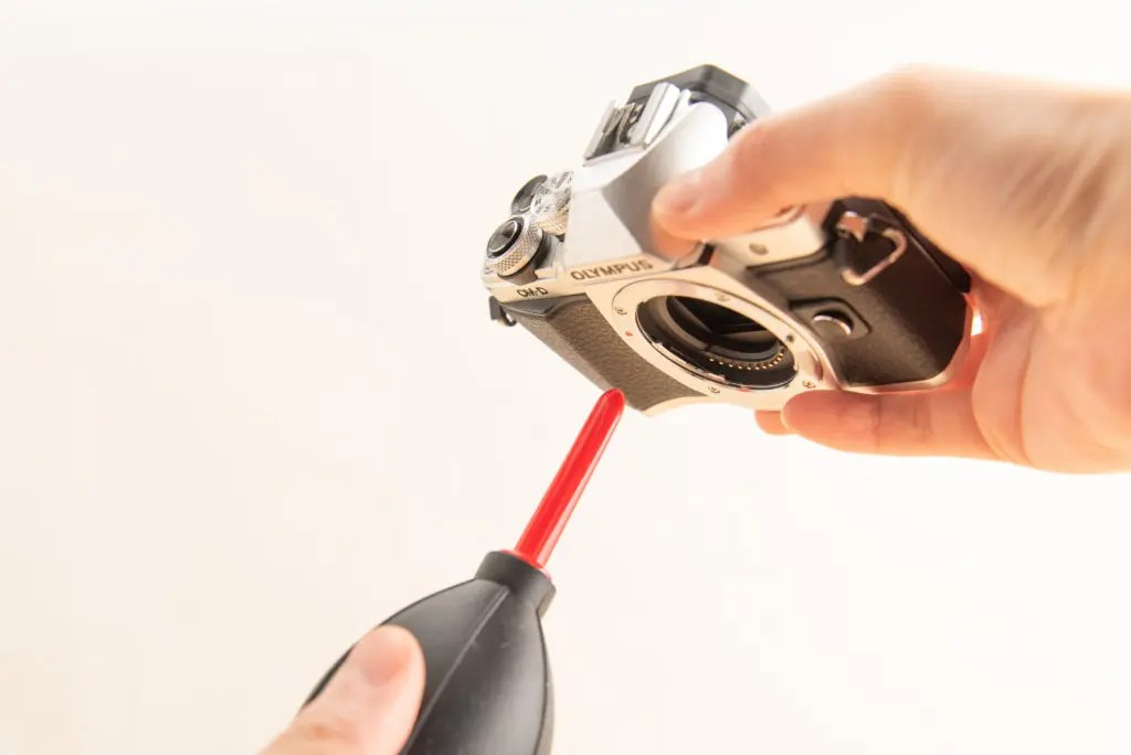 【効果大】ブロアーでセンサーのホコリを吹き飛ばせ!