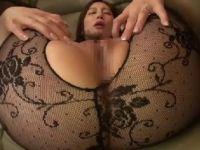 押しに弱いM気質な美人妻が営業の男達に狙われ性奴隷に調教されていく熟女セックス動画