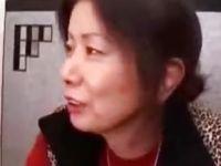 孫と当たり前の様にフェラチオして近親相姦する六十路熟女の無修正熟女動画