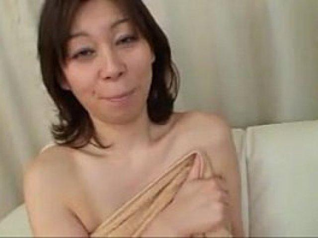 ちょいぽちゃなムラムラしてる人妻がセックスしたくてたまらなくおまんこをヌレヌレにする無修正熟女動画