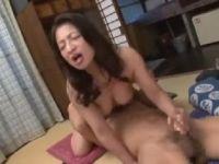 五十路のむっちり体型の義母が娘婿に体を弄られ敏感に悶えていく人妻熟女の動画