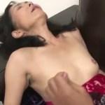 56歳熟女がローター使って激しいセックス【無修正】