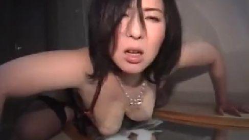 巨乳な人妻が母乳をしぼられながら敏感に感じて悶えていく人妻熟女のハメ撮り動画