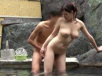 混浴風呂で欲情し夫以外の他人棒で喘ぐ若妻のセックス盗撮動画