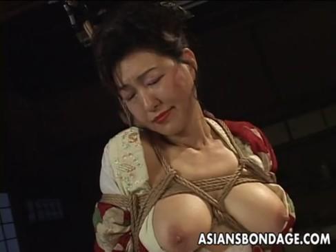 完熟系AV女優の里中亜矢子が着物姿で緊縛され快感攻め!60代になっても性への欲求が治まらないjyukujo動画画像無料