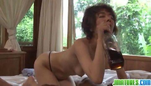 50代後半の貧乳おばさんが男根を口淫しておめこを弄り更にはイラマチオで唾液まみれになるjyukujyo動画画像無料モザナシ